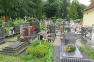Eng ist es auch auf dem Friedhof (Braniewo).