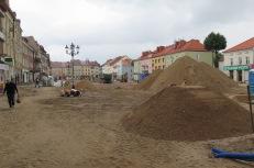 Der grosse Platz in Bartoszyce wäre eigentlich sehr hübsch, das haben wir auf Bildern gesehen.