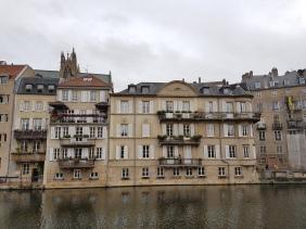 Metz: Häuser an der Mosel.