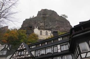 Idar Steinbach und seine Kirche.
