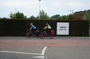 Am Flughafen Bern-Belp führt unser Weg vorbei.