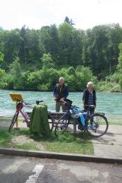 Das Empangskomitee Esther und Hans wartet in Münsingen auf uns.